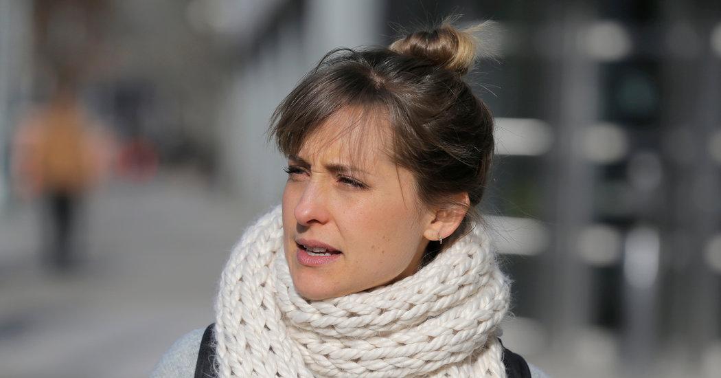 """أليسون ماك من سمولفيل تعترف بالذنب في قضية """"عبادة الجنس"""" حيث يتم وصف النساء"""